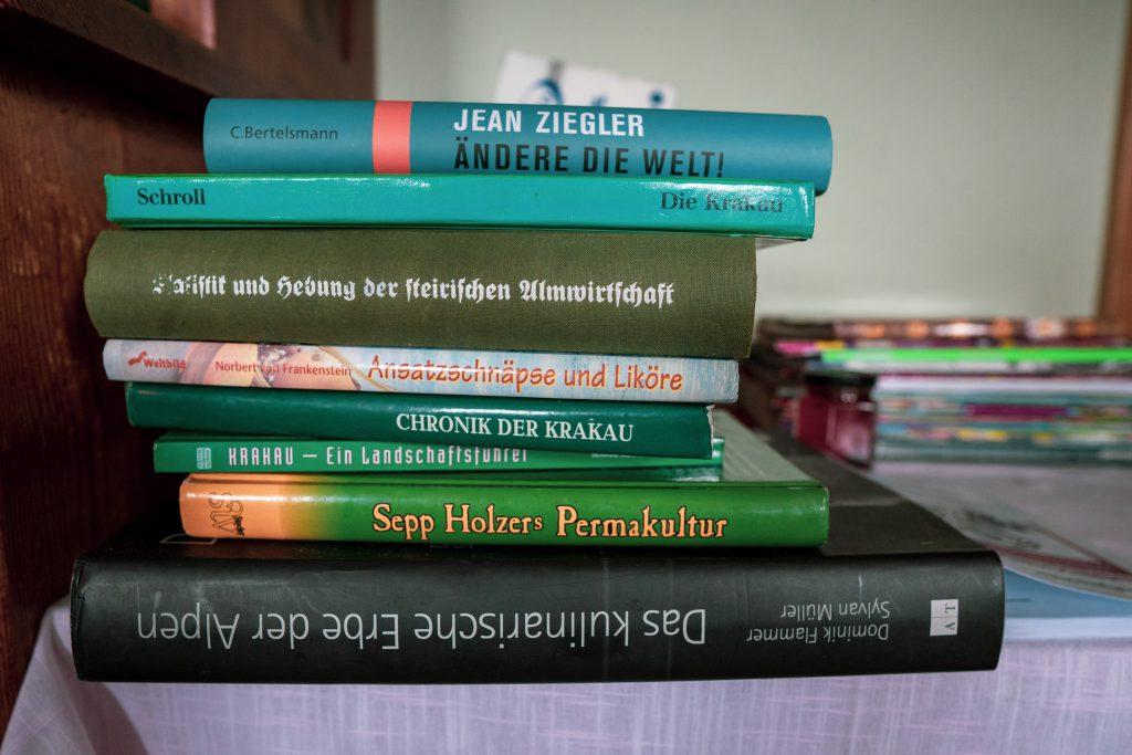 Bücherstapel von Christian Bachler